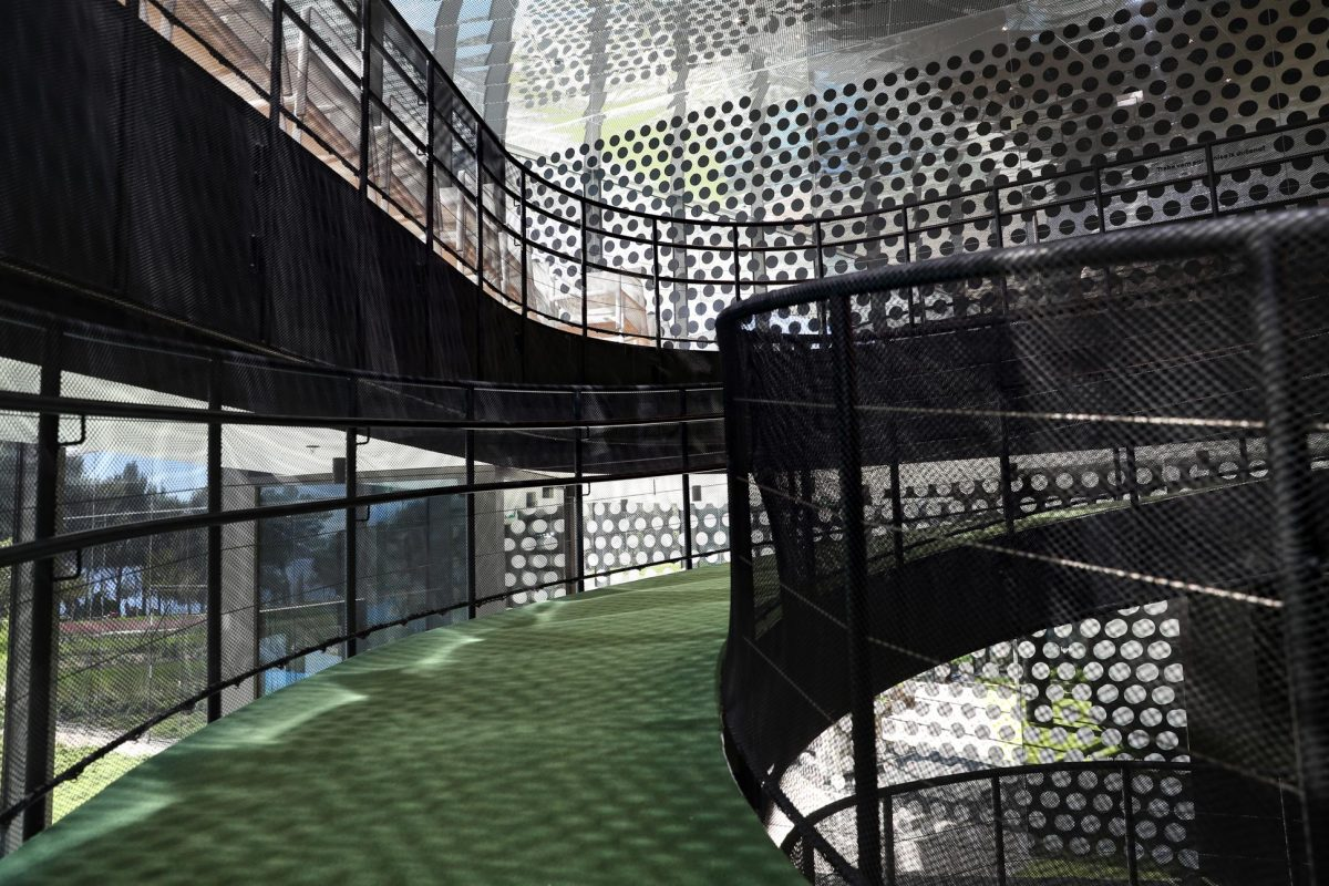 Safety nets for stairs, mesh fences